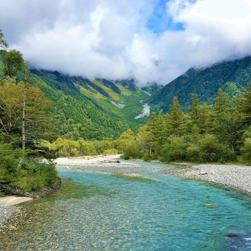 山に映える河童橋「長野県の上高地」