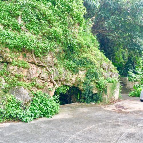 糸満市真栄里の「特攻挺掩体壕」
