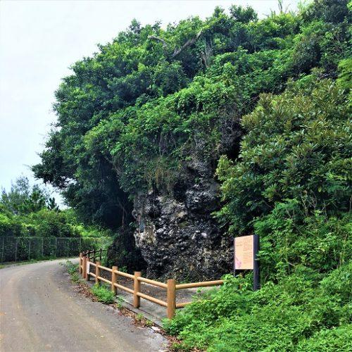 伊江島にある自決のガマ「アハシャガマ」