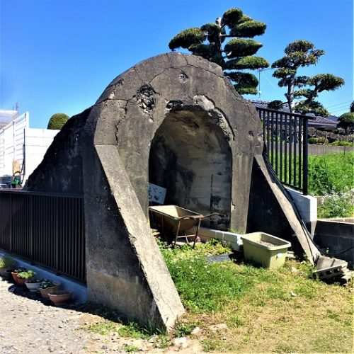 出水市知識町の住宅街に残された「防空壕入口跡」
