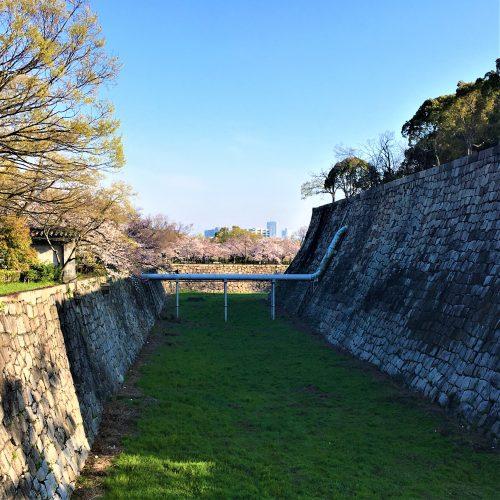 大阪城の堀にかかる水道管とは?