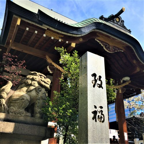 大阪市中央区の鵲森宮に残る「傷ついた狛犬」